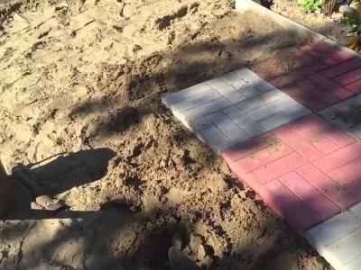 Укладка тротуарной плитки своими руками на даче иди рядом с домом